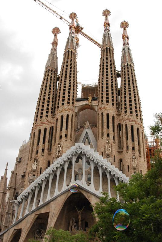 Barcelona, Sagrada Familia, Kirche, Kathedrale, Fassade, Außenansicht, Antoni Gaudi, Reise nach Barcelona, Städtetrip, Städtereise, Wochenende, Reisetipps, Urlaub, Spanien, Katalonien, Hauptstadt, Reiseberichte, Blog, www.wo-der-pfeffer-waechst.de