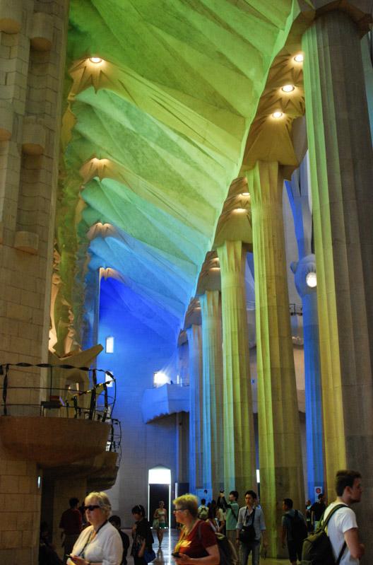 Barcelona, Sagrada Familia, Kirche, Kathedrale, Innenansicht, Lichtstimmung, Antoni Gaudi, Reise nach Barcelona, Städtetrip, Städtereise, Wochenende, Reisetipps, Urlaub, Spanien, Katalonien, Hauptstadt, Reiseberichte, Blog, www.wo-der-pfeffer-waechst.de