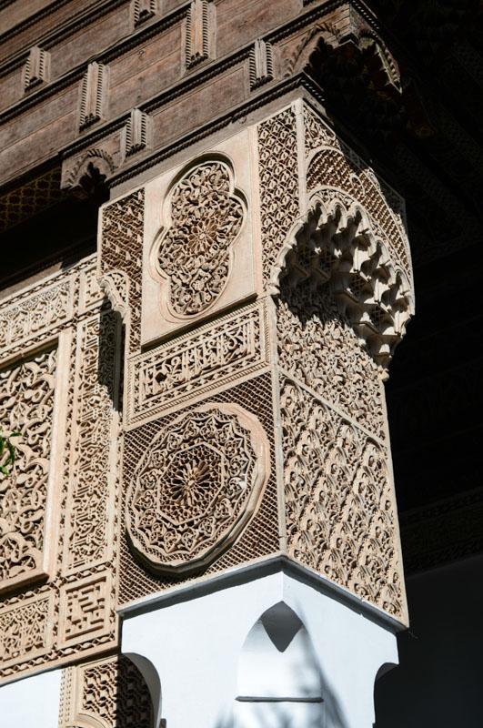 Palais Bahia, Bahia-Palast, Marrakesch, Marokko, kunstvoll verzierte Säule, Medina, Altstadt, Reisebericht, Reisetipps, Afrika, Reiseblogger, www.wo-der-pfeffer-waechst.de