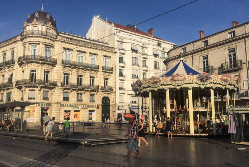 Montpellier, Südfrankreich, France, Place de la Comédie, Karussel, Reisebericht, mit Kind, Kinder, Städtetrip, Städtereise, Urlaub, Reisetipps, Reiseblogger, www.wo-der-pfeffer-waechst.de