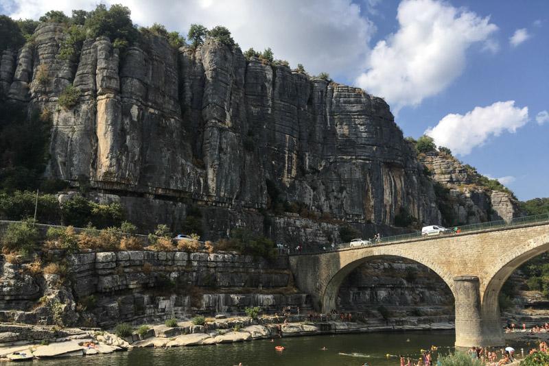 Balazuc, Villages de caractère, Ardèche, Baden, Badestelle, Felswand, Südfrankreich, France, Sommerurlaub, Reisebericht, mit Kind, Kinder, Südeuropa, Reiseblogger, www.wo-der-pfeffer-waechst.de