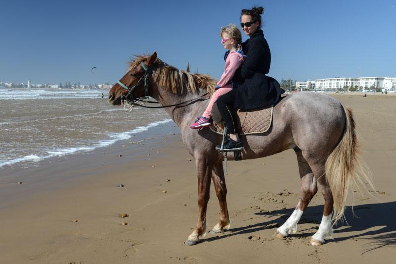 Essaouira, Beach, Strand, Pferdereiten, Marokko, Reisen mit Kindern, Strandurlaub, Bilder, Infos, Reisebericht, Reisetipps, Afrika, Reiseblogger, Strandurlaub, Hotel, baden, www.wo-der-pfeffer-waechst.de