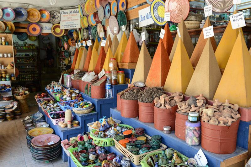 Essaouira, Medina, Altstadt, Markt, Souks, Gewürzpyramiden, Gewürze, spices, Marokko, Bilder, Infos, Reisebericht, Reisetipps, Afrika, Reiseblogger, www.wo-der-pfeffer-waechst.de