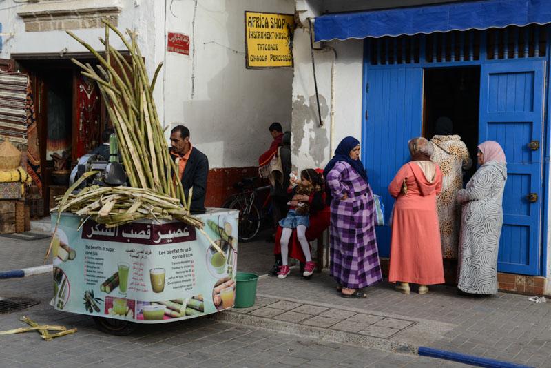 Essaouira, Medina, Altstadt, Frauen, Kopftuch, Zuckerrohr, Marokko, Bilder, Infos, Reisebericht, Reisetipps, Afrika, Reiseblogger, www.wo-der-pfeffer-waechst.de
