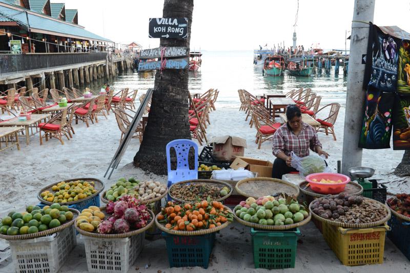 Obstverkäuferin, Fruit seller, Koh Rong Beach Guide, Kambodscha, Insel, Strand, die schönsten Strände, Koh Toch Village, Koh Tuch Village, Koh Touch Village, Koh Tui Village, Cambodia, Südostasien, Bilder, Fotos, Reiseberichte, www.wo-der-pfeffer-waechst.de