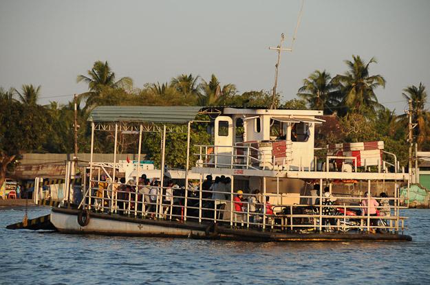 Vietnam, Mekong-Delta, Can Tho, schwimmende Märkte, floating markets, Flussfähre, Ferry, www.wo-der-pfeffer-waechst.de