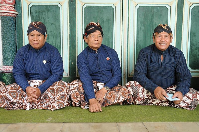 Yogyakarta, Java, Kraton, Palast, traditionelle Kleidung, Indonesien, Reiseberichte, Foto: Heiko Meyer, www.wo-der-pfeffer-waechst.de