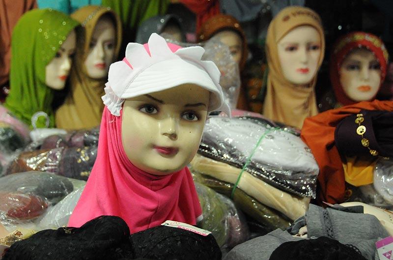 Yogyakarta, Java, Pasar Beringharjo, Markt, market, Mode, muslimische Frau, Indonesien, Reiseberichte, Foto: Heiko Meyer, www.wo-der-pfeffer-waechst.de