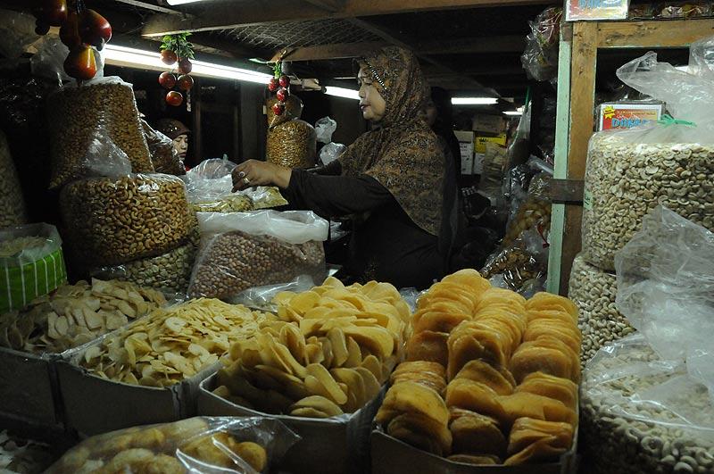 Yogyakarta, Java, Pasar Beringharjo, Markt, market, Nüsse, getrocknetes Obst, Indonesien, Reiseberichte, Foto: Heiko Meyer, www.wo-der-pfeffer-waechst.de