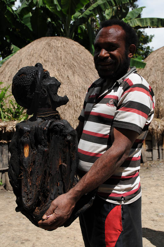Mumie, Wimontok, Sumpaima, Indonesien, West-Papua, Baliem-Tal, valley, Wamena, Dani, Tribe, Stammesdorf, Mann, Reisebericht, www.wo-der-pfeffer-waechst.de
