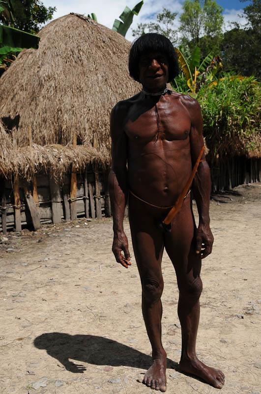 Sumpaima, Indonesien, West-Papua, Baliem-Tal, valley, Wamena, Dani, Tribe, Stammesdorf, Mann, Penisrohr, Koteka, Reisebericht, www.wo-der-pfeffer-waechst.de