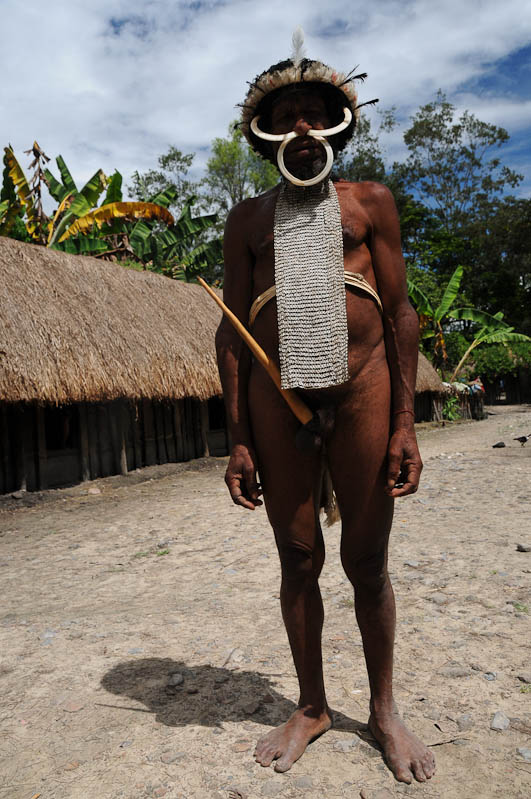 Sumpaima, Indonesien, West-Papua, Baliem-Tal, valley, Wamena, Dani, Tribe, Stammesdorf, Mann, Penisrohr, Koteka, Knochen in der Nase, Reisebericht, www.wo-der-pfeffer-waechst.de