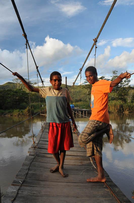 Wamena, Fluss, Hängebrücke, West-Papua, Baliem-Tal, valley, Indonesien, Reisebericht, www.wo-der-pfeffer-waechst.de