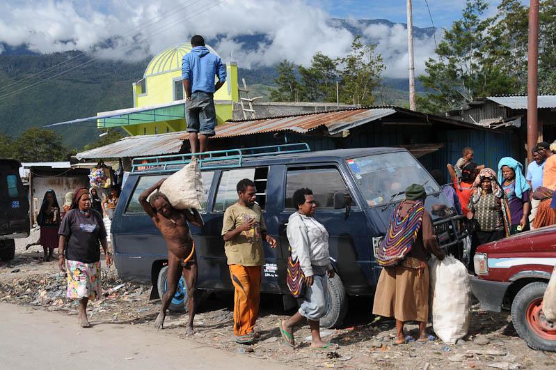 Indonesien, West-Papua, Baliem-Tal, valley, Wamena, Markt, Minibus, Reisebericht, www.wo-der-pfeffer-waechst.de