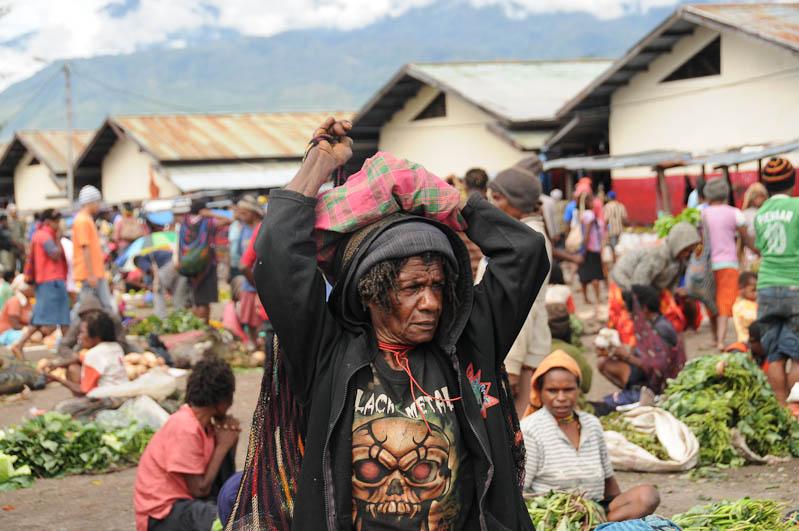 Indonesien, West-Papua, Baliem-Tal, valley, Wamena, Marktfrau, Black Metal, Reisebericht, www.wo-der-pfeffer-waechst.de