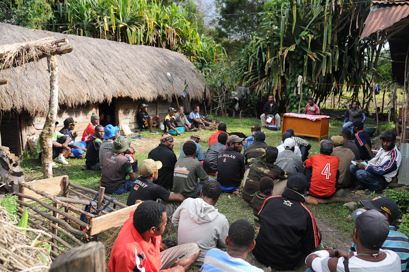 Wamena, West-Papua, Baliem-Tal, valley, Indonesien, Dani, tribe, Stammesdorf, Versammlung, Reisebericht, www.wo-der-pfeffer-waechst.de