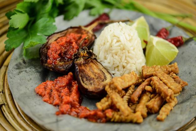 Indonesische, Indonesien, Sambal Badjak, Tempeh Goreng, Auberginen, Gerichte, Rezepte, vegetarische, vegane, Chilis, www.wo-der-pfeffer-waechst.de