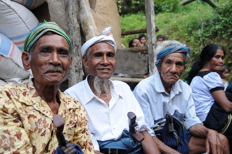 Sumba, Insel, Indonesien, Beerdigung, Totenfeier, Männer, www.wo-der-pfeffer-waechst.de