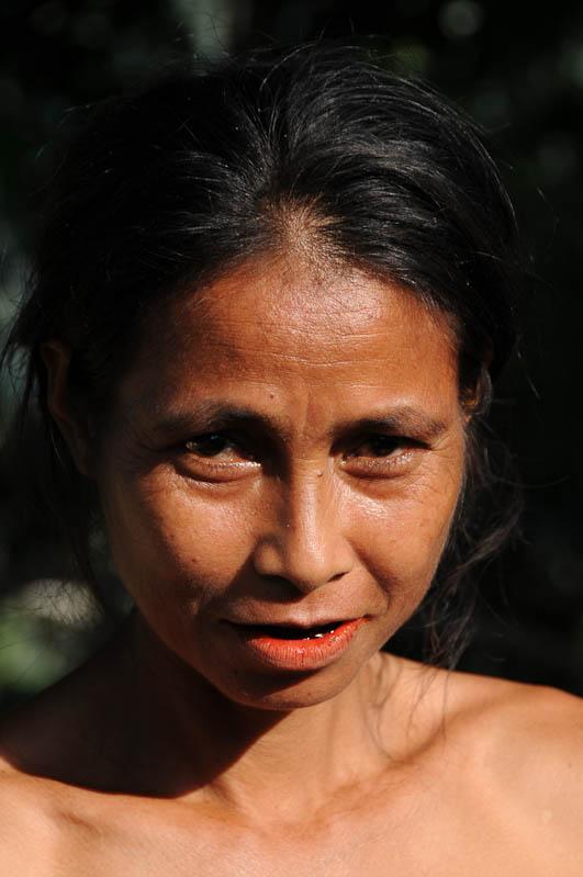 Sumba, Insel, Indonesien, traditionelle Dörfer, Dorf, traditional, village, Frau, Betelnuss, Marapu, Religion, Reisebericht, www.wo-der-pfeffer-waechst.de