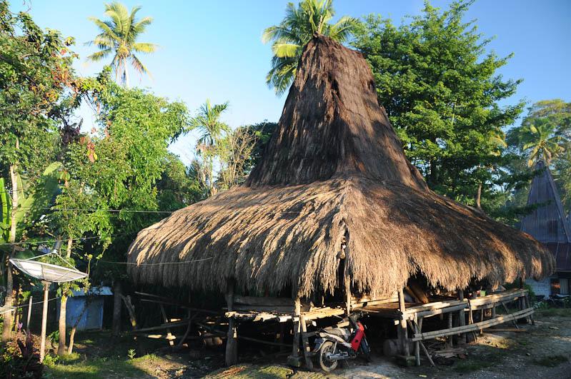 Sumba, Insel, Indonesien, Waikabubak, traditionelles Haus, Reisebericht, www.wo-der-pfeffer-waechst.de