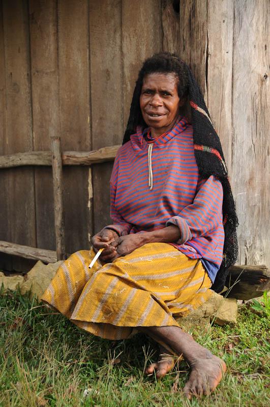 Indonesien, West-Papua, Wamena, Baliem-Tal, valley, Trekking, Frau, www.wo-der-pfeffer-waechst.de