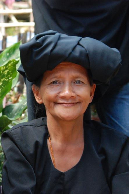Frau, Tana Toraja, Sulawesi, Island, Insel, Indonesien, Indonesia, Totenkult, Begräbniszeremonien, Reiseberichte, www.wo-der-pfeffer-waechst.de