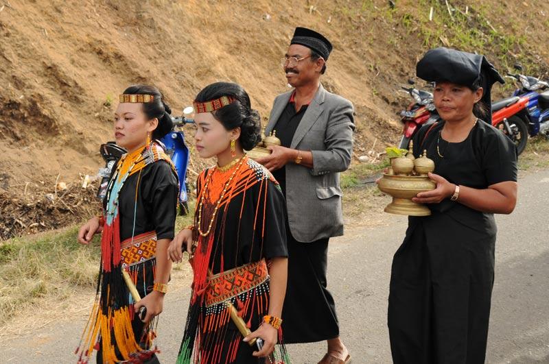 Gäste, Begräbniszeremonie, Tana Toraja, Sulawesi, Island, Insel, Indonesien, Indonesia, Totenkult, Reiseberichte, www.wo-der-pfeffer-waechst.de