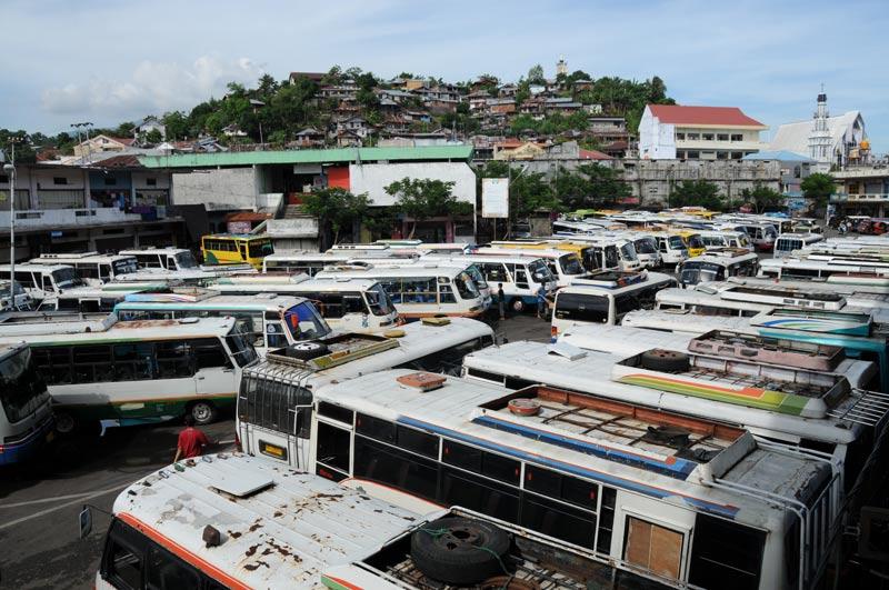 Manado, Busterminal, Busstation, Nord-Sulawesi, Insel, Indonesien, Indonesia, Reiseberichte, Foto: Heiko Meyer, www.wo-der-pfeffer-waechst.de