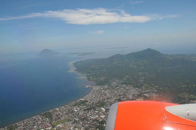 Indonesien, Indonesia, Nord-Sulawesi, Manado Tua, Pulau Siladen, Bunaken, Anflug, www.wo-der-pfeffer-waechst.de