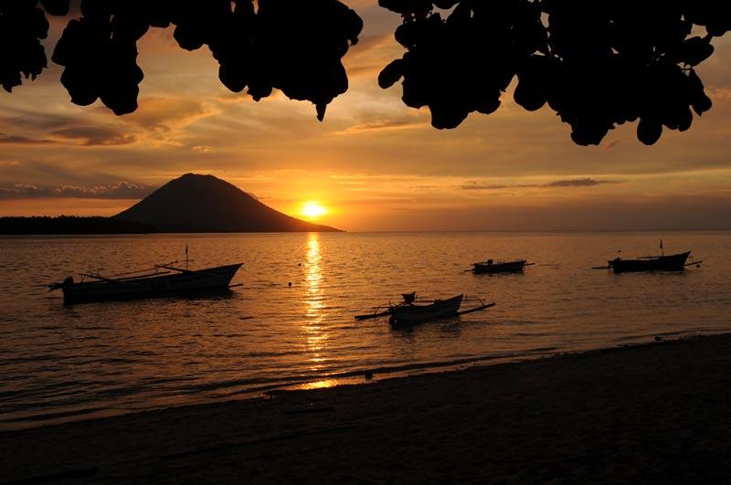 Pulau Siladen, Island, Insel, Sonnenuntergang, sunset, Manado Tua, Nord-Sulawesi, Indonesien, Indonesia, Reiseberichte, Foto: Heiko Meyer, www.wo-der-pfeffer-waechst.de