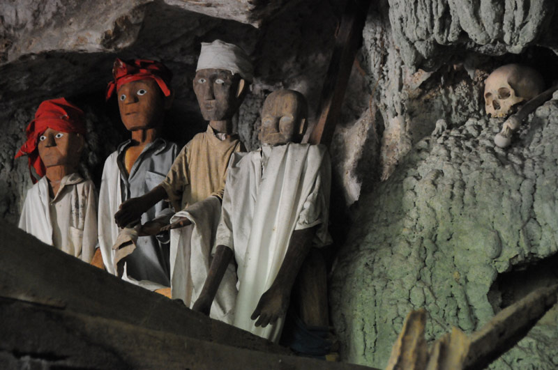 Tau-Taus, Höhlengrab, Begräbniszeremonie, Tana Toraja, Land, Sulawesi, Island, Insel, Indonesien, Indonesia, Totenkult, Reiseberichte, Foto: Heiko Meyer, www.wo-der-pfeffer-waechst.de