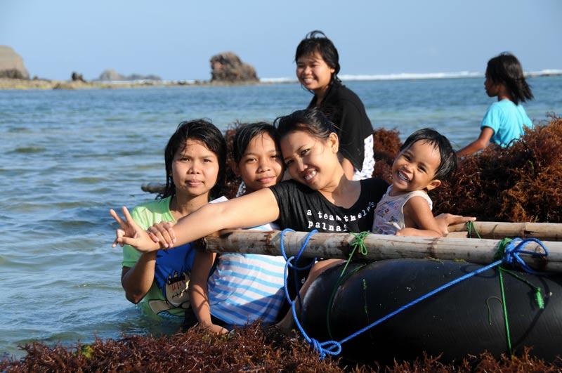 Indonesien, Indonesia, Insel, Lombok, Kuta, Strände, Beach, Frauen, Kinder, Reiseberichte, Foto: Heiko Meyer, www.wo-der-pfeffer-waechst.de