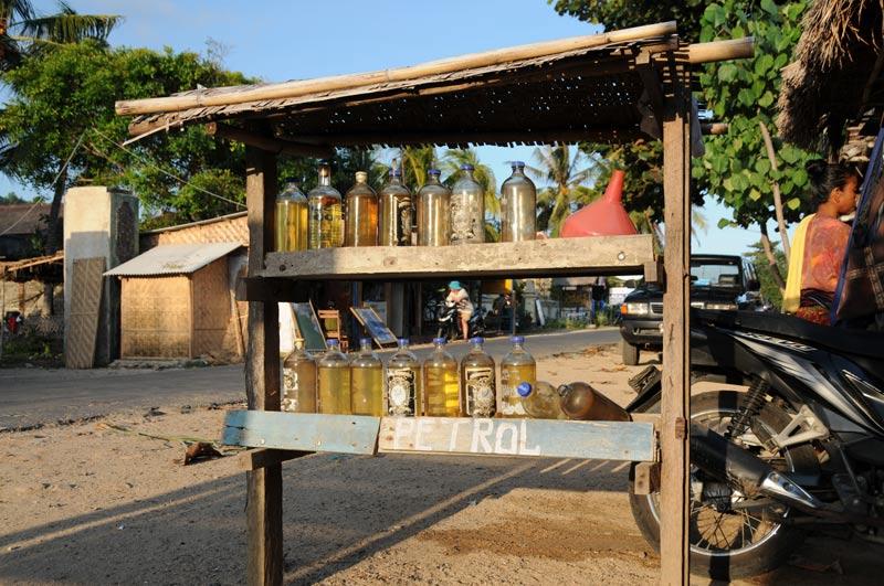 Indonesien, Indonesia, Insel, Lombok, Kuta, Strände, Beach, Tankstelle, Reiseberichte, Foto: Heiko Meyer, www.wo-der-pfeffer-waechst.de