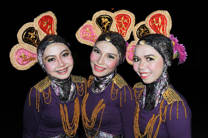 Indonesien, Indonesia, Sumatra, Banda Aceh, traditionelle Tänze, traditional dance, dress, ICAIOS, Frauen, Reiseberichte, www.wo-der-pfeffer-waechst.de