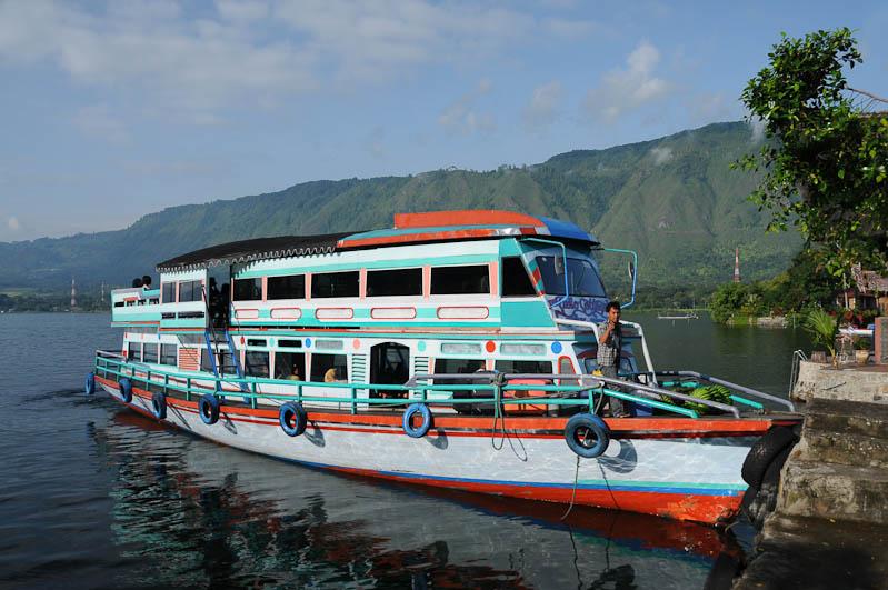 Lake, Toba-See, Danau, Fähre, ferry, Batak, Pulau, Samosir, Tuk Tuk, Batak, Nord-, Sumatra, Indonesien, Indonesia, Reiseberichte, www.wo-der-pfeffer-waechst.de