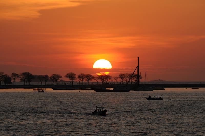 Sonnenuntergang, sunset, Makassar, Ujung Pandang, Sulawesi, 50 Bilder, die sofort Lust auf eine Indonesien-Reise machen, Indonesia, Reiseberichte, Foto: Heiko Meyer, www.wo-der-pfeffer-waechst.de