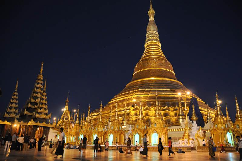 Yangon, Rangoon, Rangun, Shwedagon-Pagode, Pagoda, paya, buddhistischer Tempel, nachts, Myanmar, Burma, Birma, Reisebericht, www.wo-der-pfeffer-waechst.de
