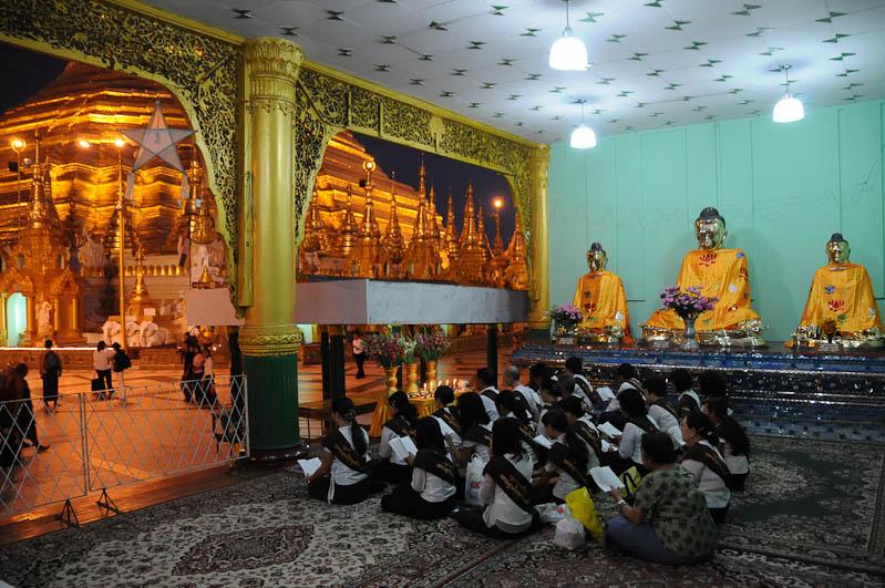 Yangon, Rangoon, Rangun, Shwedagon-Pagode, Pagoda, paya, Tempel, Myanmar, Burma, Birma, buddhistische Mantras, Reisebericht, www.wo-der-pfeffer-waechst.de