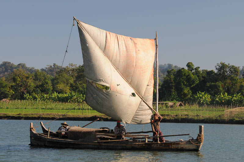 Boat, Boot Mrauk U, Chin tribe, Chin-Dörfer, Volk, tätowierte Spinnennetzfrauen, Tattoo, Rakhine-Staat, State, Division, Tour, Lemyo river, Fluss, Myanmar, Burma, Birma, Reisebericht, www.wo-der-pfeffer-waechst.de