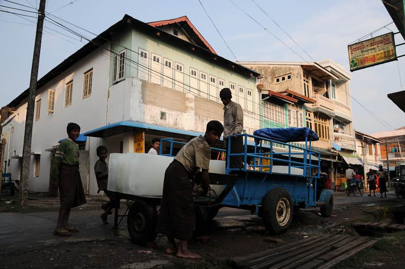 Eisblock, Stadtzentrum, Sittwe, Akyab, Rakhine-Staat, State, Division, Myanmar, Burma, Birma, Reisebericht, www.wo-der-pfeffer-waechst.de