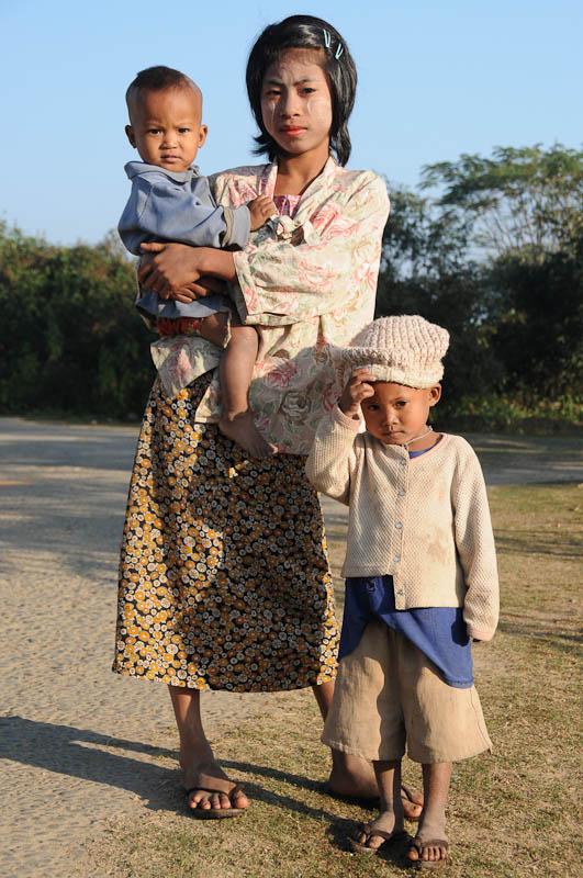 Mrauk U, Locals, Familie, Rakhine-Staat, State, Division, Myanmar, Burma, Birma, Reisebericht, www.wo-der-pfeffer-waechst.de