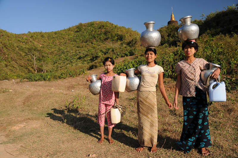 Mrauk U, Locals, Zinnkrüge, Rakhine-Staat, State, Division, Myanmar, Burma, Birma, Reisebericht, www.wo-der-pfeffer-waechst.de