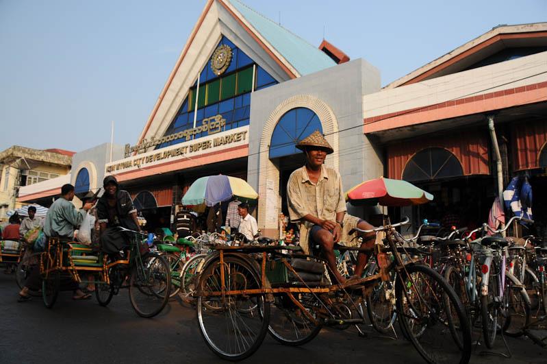 Sittwe, Markt, Trishaw-Fahrer, Akyab, Rakhine-Staat, State, Division, Myanmar, Burma, Birma, Reisebericht, www.wo-der-pfeffer-waechst.de