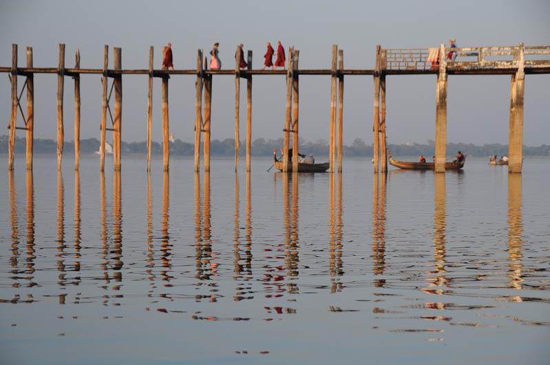 Amarapura, U Bein-Teakholzbrücke, bridge, Boote, Mönche, Atmosphäre, Mandalay, Myanmar, Burma, Birma, Reisebericht, www.wo-der-pfeffer-waechst.deq