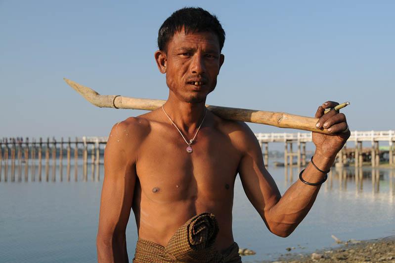 Amarapura, U Bein-Teakholzbrücke, bridge, Raucherpause, Mandalay, Myanmar, Burma, Birma, Reisebericht, www.wo-der-pfeffer-waechst.de