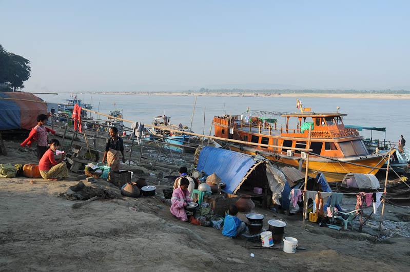 Mandalay, to, nach, Mingun, Fähren, Hafen, Anleger, ferry, Boote, boats, Irrawaddy-Fluss, river, Ayeryarwady, Myanmar, Burma, Birma, Reisebericht, www.wo-der-pfeffer-waechst.de