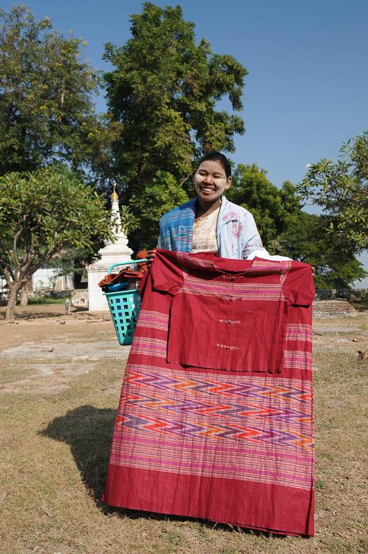 Mingun, Souvenirverkäuferin, Myanmar, Burma, Birma, Reisebericht, www.wo-der-pfeffer-waechst.de