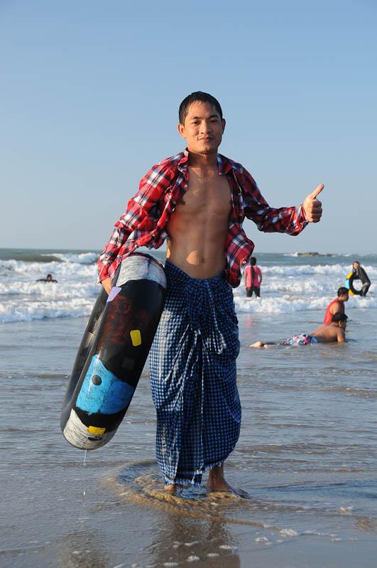 Chaung Tha Beach, Strand, Daumen, hoch, Myanmar, Burma, Birma, Golf von Bengalen, Reisebericht, www.wo-der-pfeffer-waechst.de