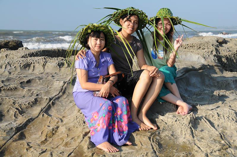 Chaung Tha Beach, Strand, Gruppenbild , Felsen, Myanmar, Burma, Birma, Golf von Bengalen, Reisebericht, www.wo-der-pfeffer-waechst.de