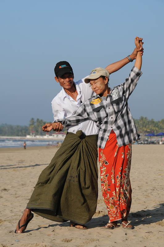 Chaung Tha Beach, Strand, gut gelaunt, Myanmar, Burma, Birma, Golf von Bengalen, Reisebericht, www.wo-der-pfeffer-waechst.de